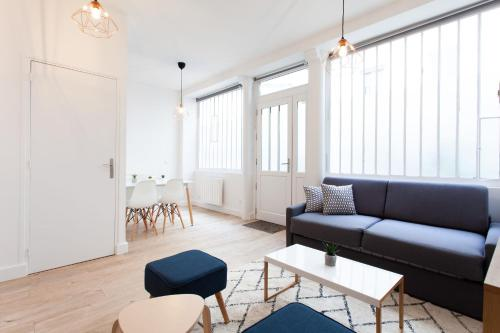Luminous appt and design close to the Sacred Heart