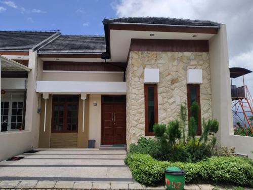Villa Panderman 52 By Kusuma Estate, Malang