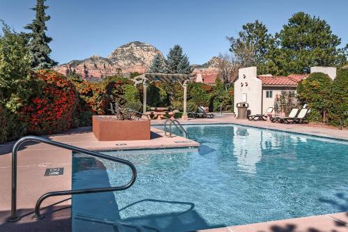 . Pristine 3BR/2BA Townhouse w/ Pool and Hot Tub