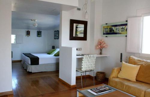 Modernist Junior Suite Hotel Monument Mas Passamaner 15