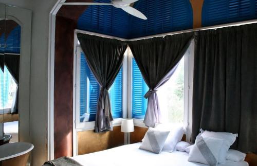 Modernist Junior Suite Hotel Monument Mas Passamaner 14