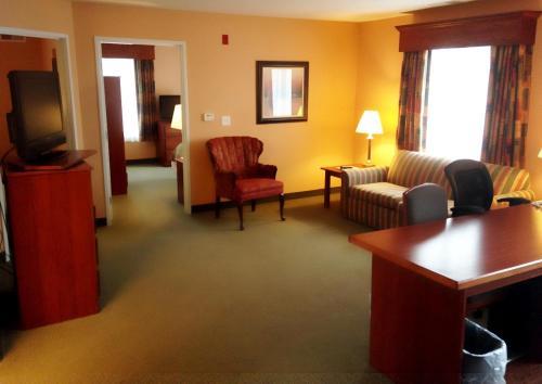 GrandStay Hotel & Suites Downtown Sheboygan