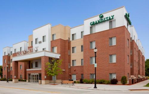 Grandstay Hotel Suites Downtown Sheboygan