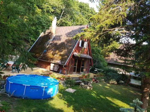 Cabin in the woods, Pension in Budapest