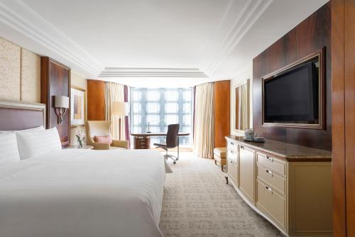 Staycation Offer - Deluxe King Room (HKD 1000 Hotel Credit and One-way Intercity Transfer)