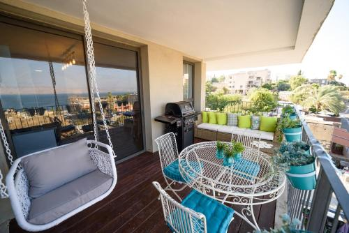 . Luxury 2BR Balcony with Sea view - Yalarent