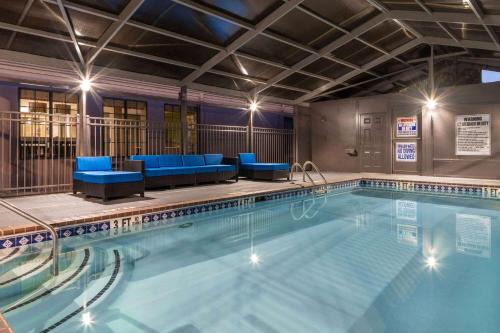 Days Inn by Wyndham Atlanta Marietta Ballpark - Atlanta, GA GA 30339