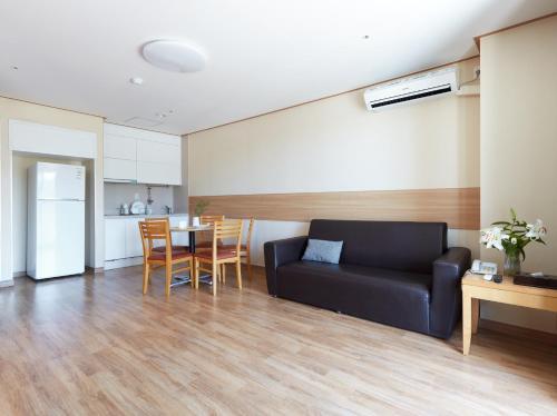 Suite Condominium