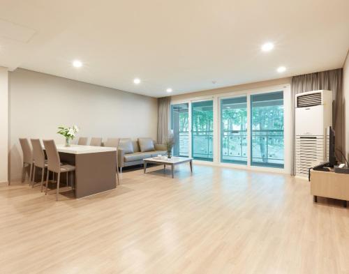 Royal Condominium