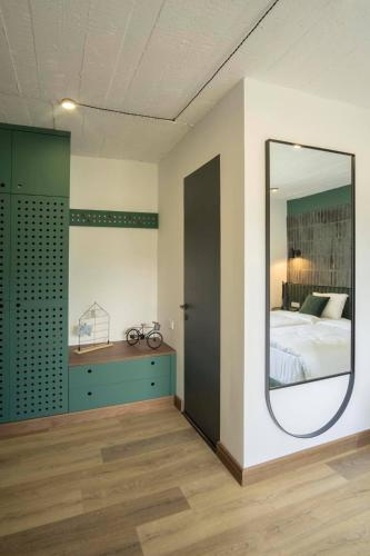 Hover Boutique Hotel - Photo 8 of 75
