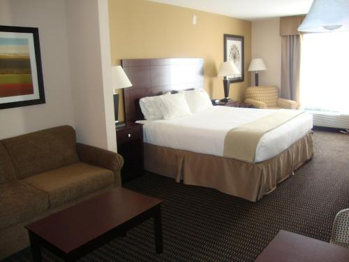 Holiday Inn Express & Suites Sidney - Sidney, MT 59270
