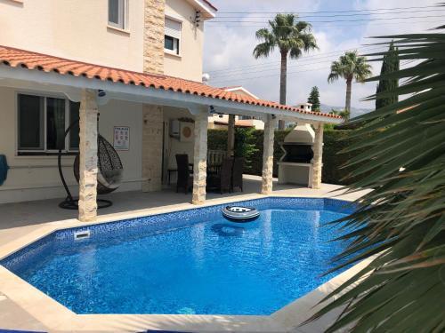 . Villa Maria Three bedroom Coral Bay