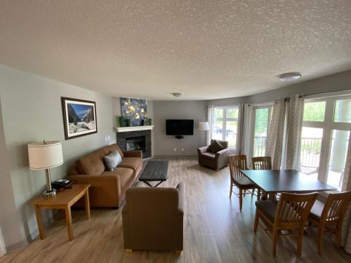 Windtower Lodge & Suites - Photo 6 of 61