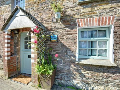 Authentic Holiday Home In Penrose Near Beach, St Merryn, Cornwall