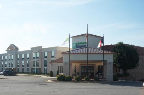 Holiday Inn Express Hickory - Hickory Mart, an IHG hotel - Hotel - Hickory