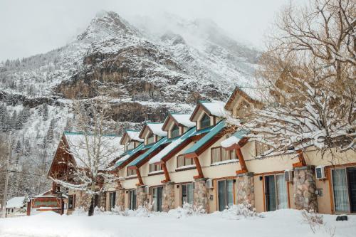 Waterton Glacier Suites - Waterton Park, AB T0K 2M0