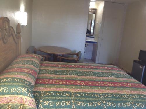 Apple Valley Motel - Apple Valley, CA 92307
