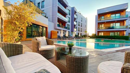 . Green Hills Suites
