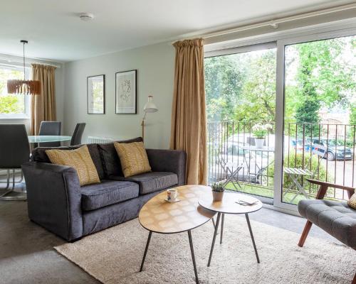 . Luxury 2 Bedroom City Apartment in Bath's Artisan Quarter