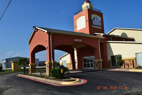 . Lone Star Inn & Suites