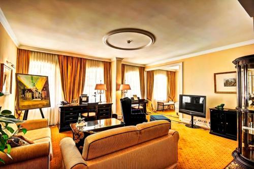 Room #6887254