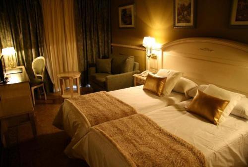 Room #1690418