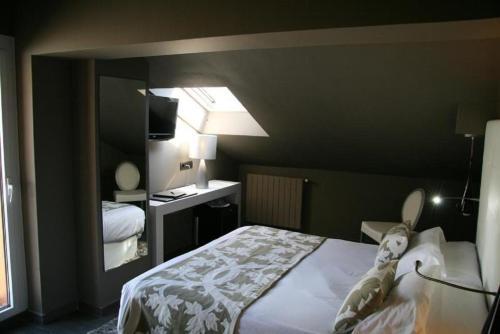 Room #1685818