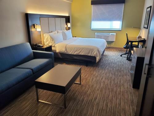 Holiday Inn Express Maspeth, an IHG Hotel - image 4