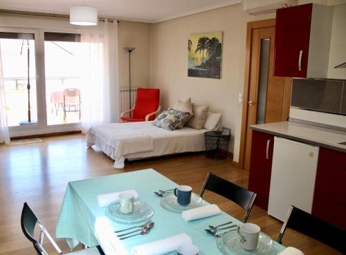 Ático en el centro con terraza y barbacoa - Apartment - Entrena