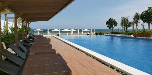 . Aria Resort - Blue Sapphire Resort Hồ bơi và bãi tắm riêng, 50m ra biển