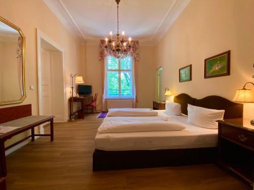 Hotel Kronprinz - Photo 2 of 28