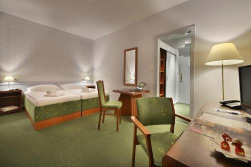 Three Crowns Hotel - image 3