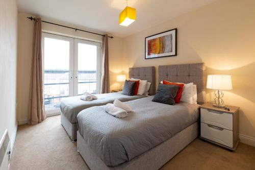 . Spacious Homely Centrally Located Apartment - Equipped For Business or Holiday