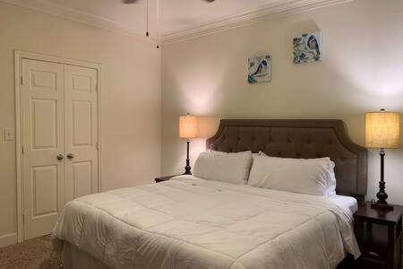 Luxury Fully Furnished Apartments by NASA and Kemah Boardwalk - image 6