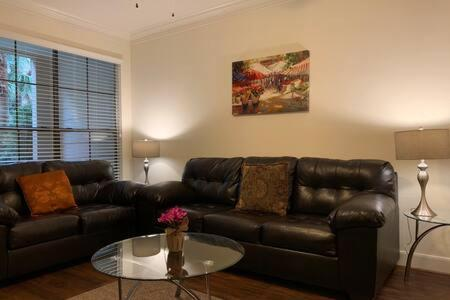 Luxury Fully Furnished Apartments by NASA and Kemah Boardwalk - image 8