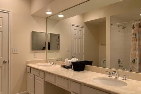 Luxury Fully Furnished Apartments by NASA and Kemah Boardwalk - image 10