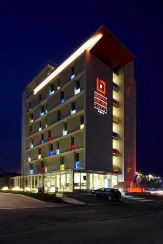 Breaking Business Hotel