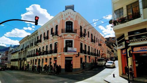 Hotel Hostal Latitud Ecuem