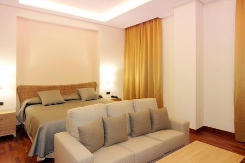 Deluxe King Room Casa Consistorial 9