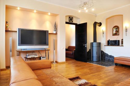 . Raina Lux Apartment