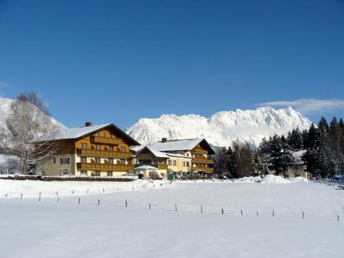 __{offers.Best_flights}__ Landhotel Häuserl im Wald