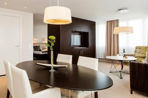 Elite Park Avenue Hotel room photos