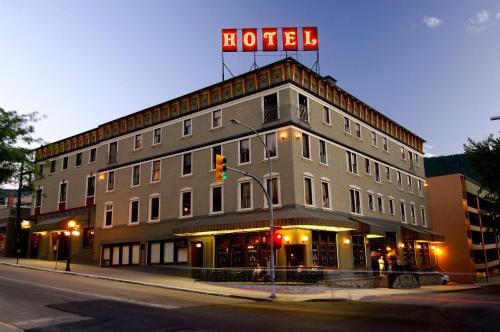 . Hume Hotel & Spa