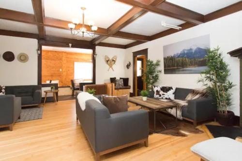 Banff's Rocky Mountain House - Hotel - Banff