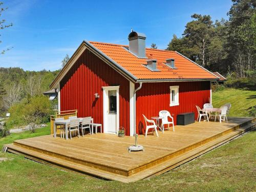 . Two-Bedroom Holiday home in Henån 3