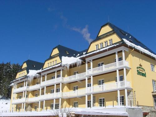 . Grand Hotel Strand