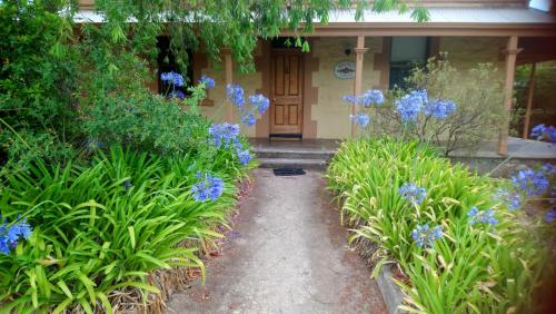 . Walnut Cottage