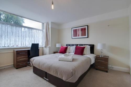 Newark House - 2 Bedroom Serviced Apartment