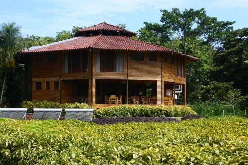 Macaw Eco Lodge