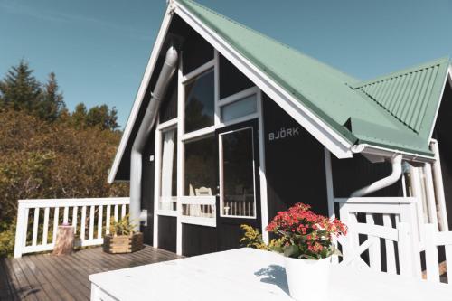 Björk - A Cozy Hilltop Cottage - Great Location!